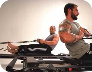 esercizi di pilates svolti da atleti