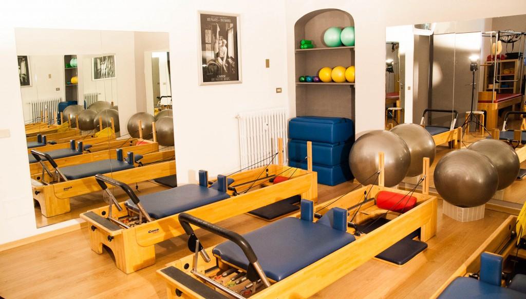 sala reformer blu in legno
